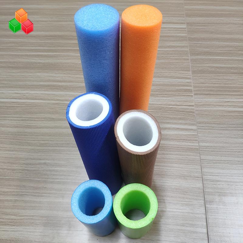 รูปร่างที่กำหนดเองโลโก้สีซุปเปอร์อ่อนท่อโฟมกลวงพีวีซี EVA EPE โฟมท่อกลมสำหรับอุปกรณ์สนามเด็กเล่นในร่ม / บรรจุภัณฑ์