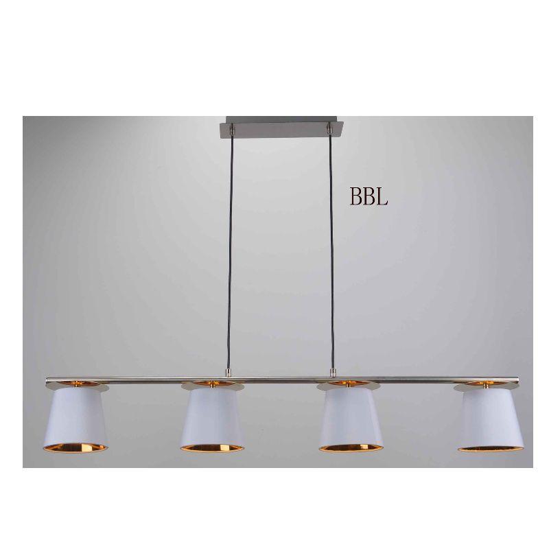 โคมไฟระย้ากับโป๊ะผ้าสีขาวในทอง